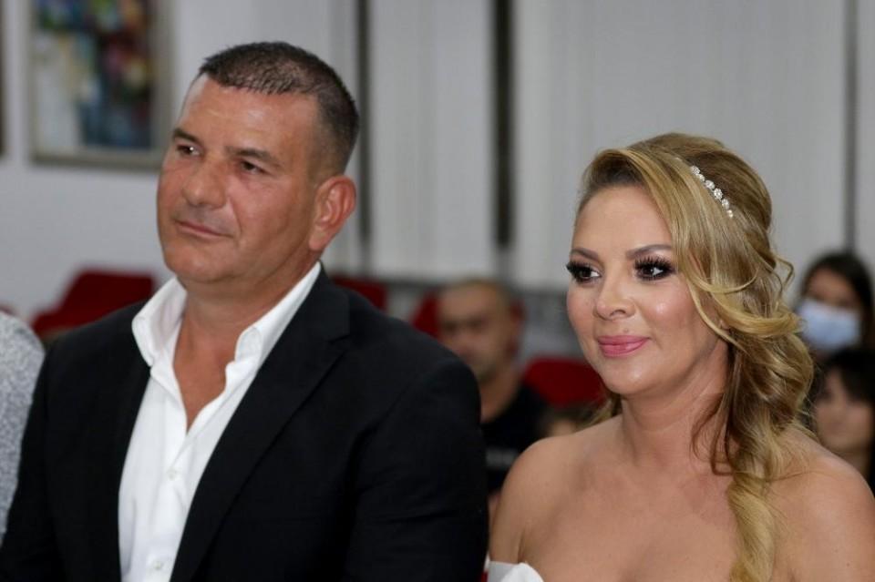 Udala se Biljana Sečivanović: Pjevačica u 44. godini stala na ludi kamen!    Ekskluziva.ba