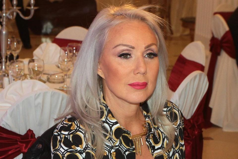 Lepa Brena objavila fotku iz kreveta: Pjevačica pokazala kako izgleda bez  šminke! (Foto) | Ekskluziva.ba